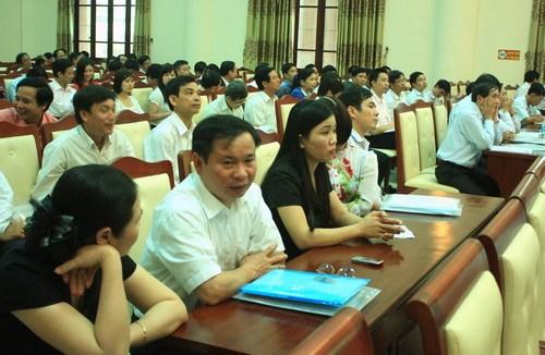 Đại biểu quốc hội CSVN đề nghị gộp 10 tỉnh và 3-4 bộ để bớt quan chức