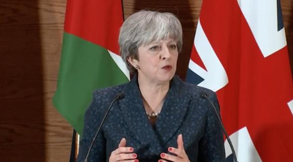 Thủ tướng Theresa May chỉ trích Tổng thống Trump tung lên mạng đoạn video của phe cực hữu nước Anh gây chia rẽ và kích động lòng hận thù