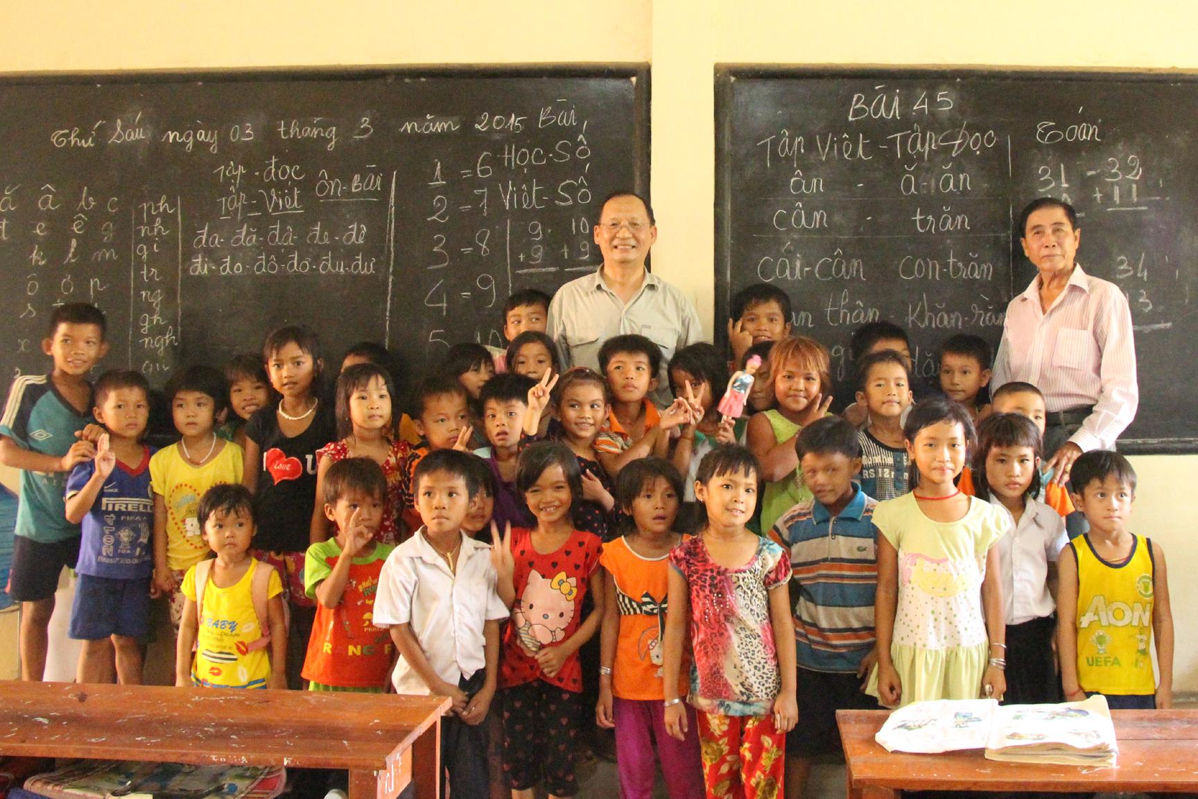 Cambodia bắt đầu thu hồi giấy tờ hàng chục ngàn người gốc Việt