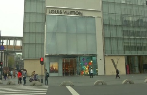 Ba cầu thủ bóng rổ của UCLA bị giam tại khách sạn Hàng Châu vì nghi ngờ ăn cắp