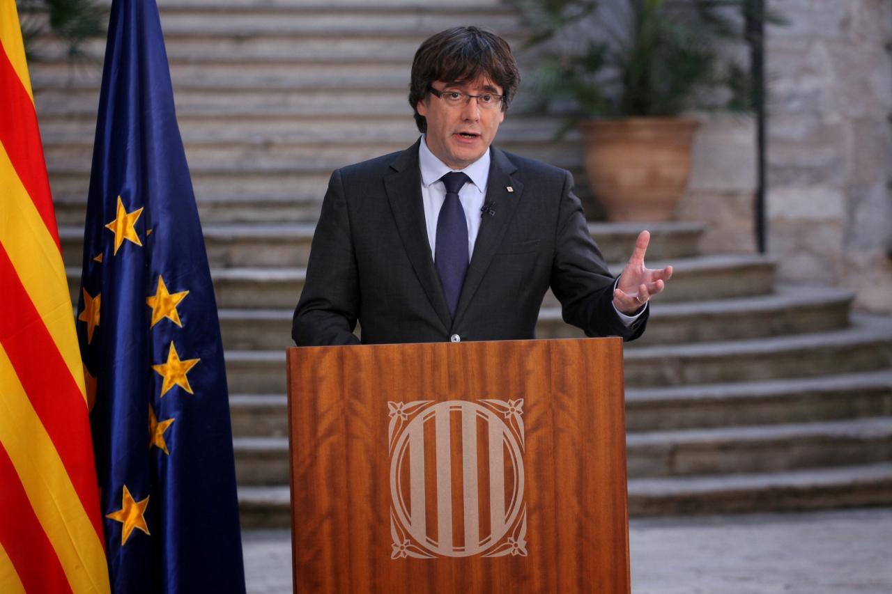 Tổng thống Catalan bị bãi nhiệm chưa trở lại Barcelona