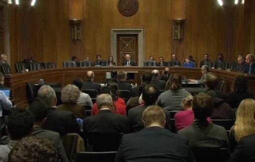 Thượng Viện Hoa Kỳ tranh luận về thẩm quyền tổng thống phát động tấn công nguyên tử