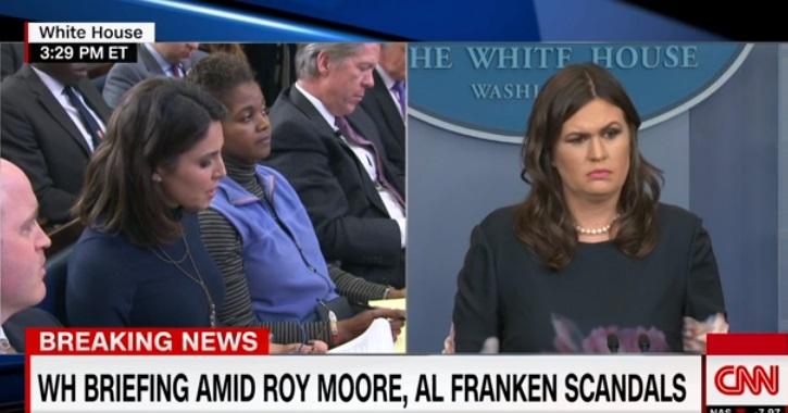 Tổng thống Trump chỉ trích sự quấy rối tình dục của Al Franken, nhưng im lặng với Roy Moore