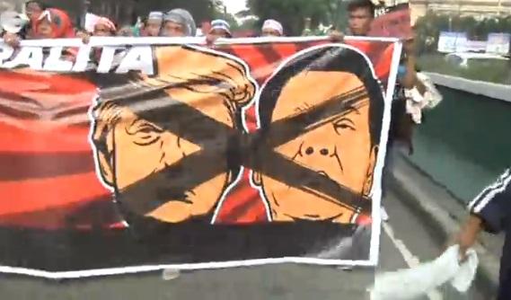 1,000 người chống tổng thống Trump đụng độ cảnh sát ở Manila