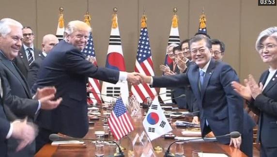 Tổng thống Trump thảo luận về thương mại và Bắc Hàn với tổng thống Nam Hàn Moon Jae-In