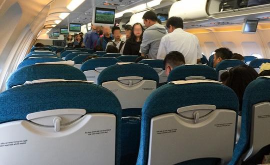 Đấm nhau chảy máu mũi trên máy bay vì dành ghế ngồi