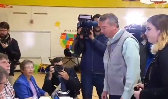Ứng cử viên Dân Chủ thắng cuộc bầu cử thống đốc Virginia và New Jersey