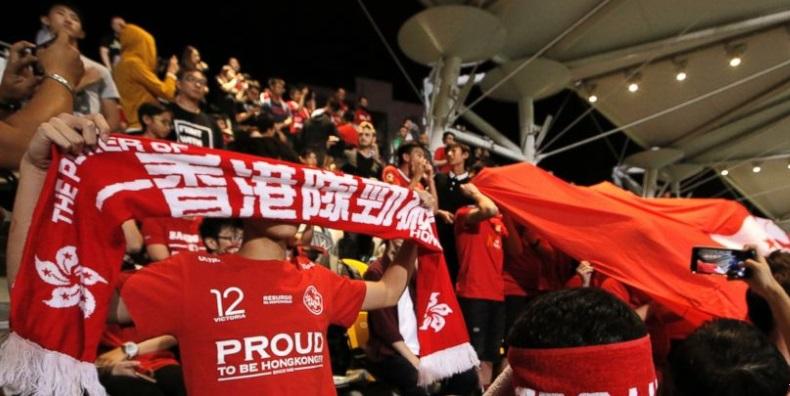 Cổ động viên túc cầu Hong Kong phản đối luật bảo vệ quốc ca của Trung Cộng
