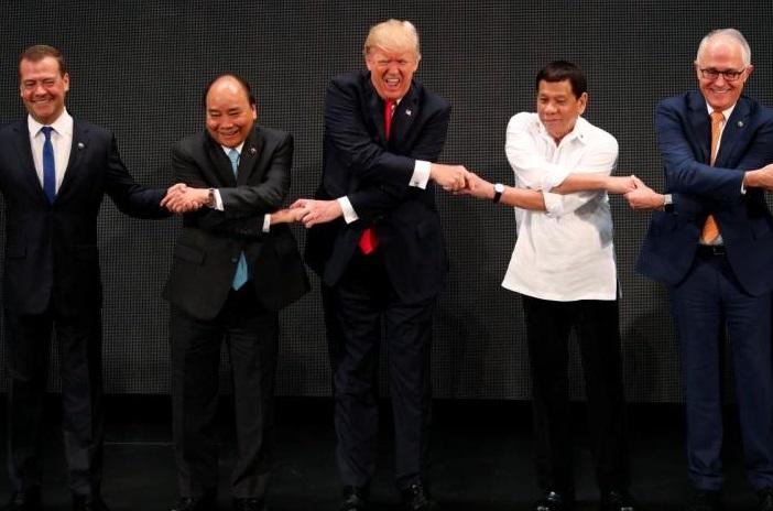 Tổng thống Trump thuyết phục thủ tướng CSVN mua thiết bị quân sự của Hoa Kỳ