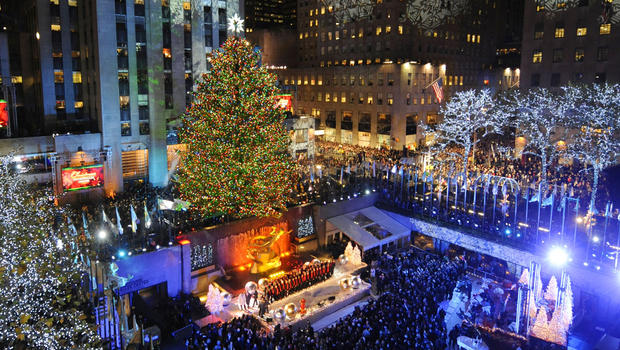 Cây thông giáng sinh tại Rockefeller Center ở New York được thắp sáng