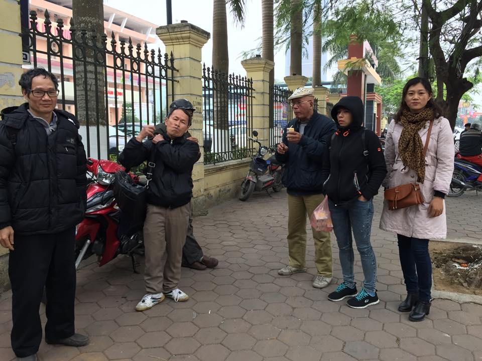 Diễn biến bên ngoài phiên toà phúc thẩm nhà hoạt động Trần Thị Nga