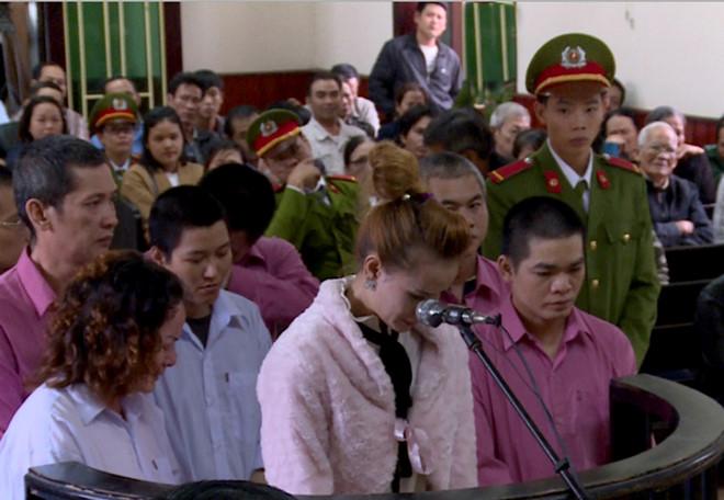Toà án Bình Định kết án 83 năm tù đối với 9 nhà hoạt động rải truyền đơn chống chính quyền