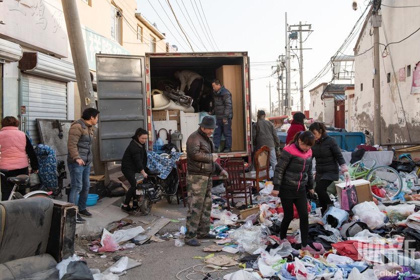 Bắc Kinh phá bỏ các khu phố nghèo, buộc hàng chục ngàn lao động di dân di tản