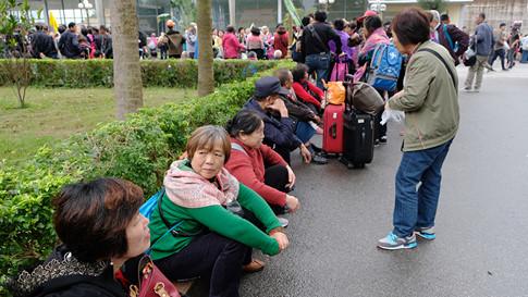"""Hàng chục ngàn du khách Trung Cộng vào Quảng Ninh mỗi ngày, hầu hết đi """"tour 0 đồng"""""""