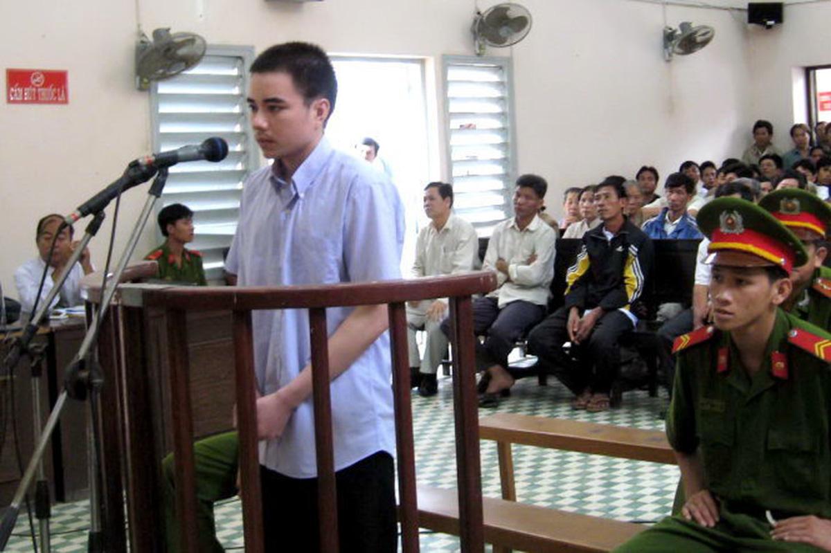 Biểu tình trước toà án Hà Nội kêu oan cho tử tù Hồ Duy Hải