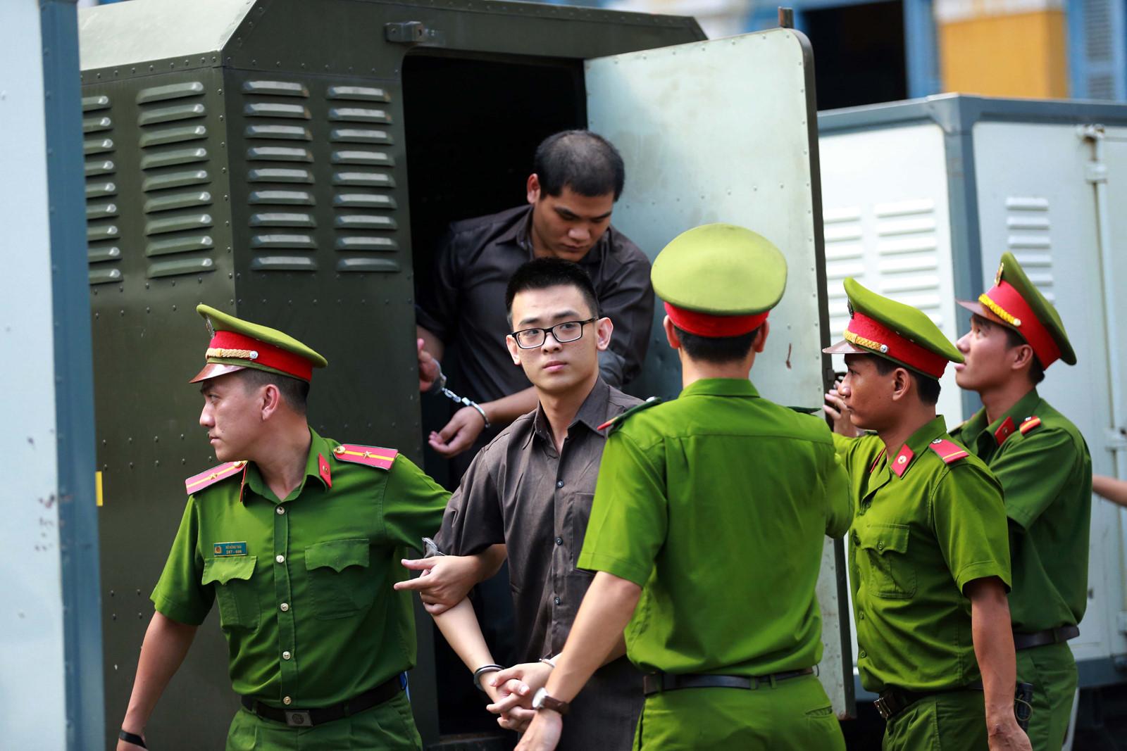 CSVN tuyên án hơn 100 năm tù với nhóm người bị cáo buộc đánh bom Tân Sơn Nhất
