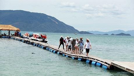 Du khách Trung Cộng vào Việt Nam tăng gần gấp rưỡi trong năm nay