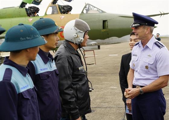 Tư lệnh Không Quân Thái Bình Dương Hoa Kỳ hoàn tất chuyến thăm Việt Nam