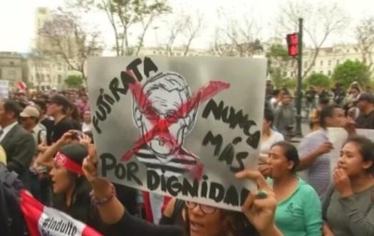 Hàng ngàn người Peru biểu tình phản đối lệnh ân xá cựu tổng thống Fujimori