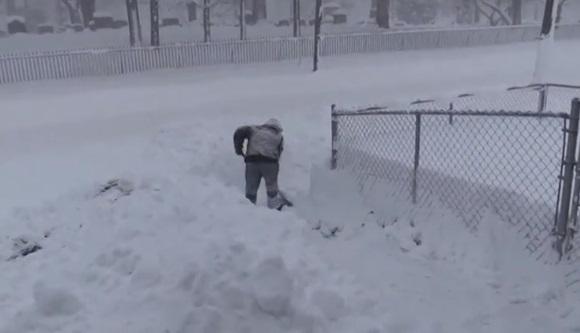 Tuyết rơi kỷ lục ở Erie, Pennsylvania