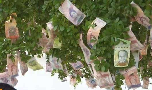 Người Venezuela chuyển qua sử dụng đồng Mỹ kim vì mức lạm phát 2,000%