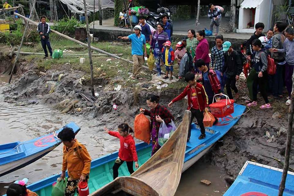 Miền Nam Việt Nam thoát bão Tembin