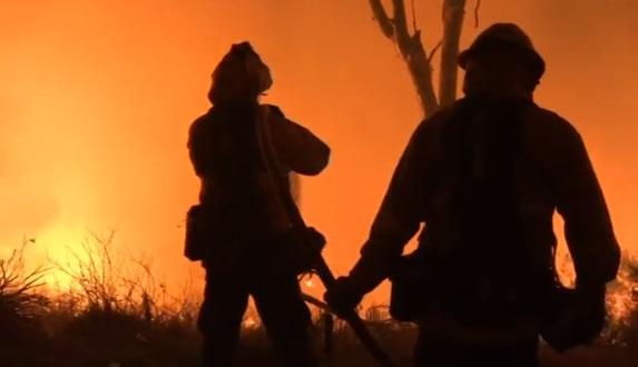 Biển lửa nuốt khu vực Bắc Los Angeles và San Diego
