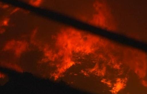 Nhân viên cứu hỏa hy vọng kiểm soát được cháy rừng ở California bất chấp gió nóng vẫn kéo dài