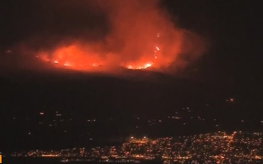 Thomas Fire tiếp tục lan rộng, đe dọa hàng ngàn ngôi nhà ở Cali