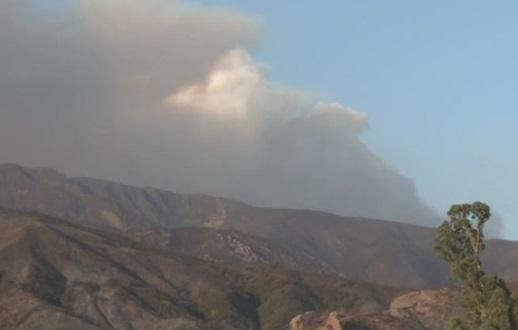 """Nhân viên cứu hỏa kiểm soát được 45% trận cháy rừng """"Thomas Fire"""""""