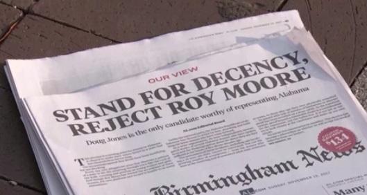 Tổng thống Trump ủng hộ ứng cử viên Roy Moore trong cuộc tranh cử ở Alabama