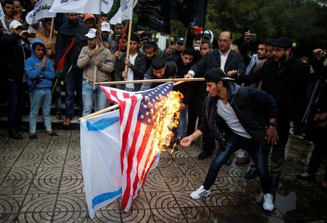 Biểu tình nổ ra khắp nơi sau khi Hoa Kỳ công nhận Jerusalem là thủ đô Israel