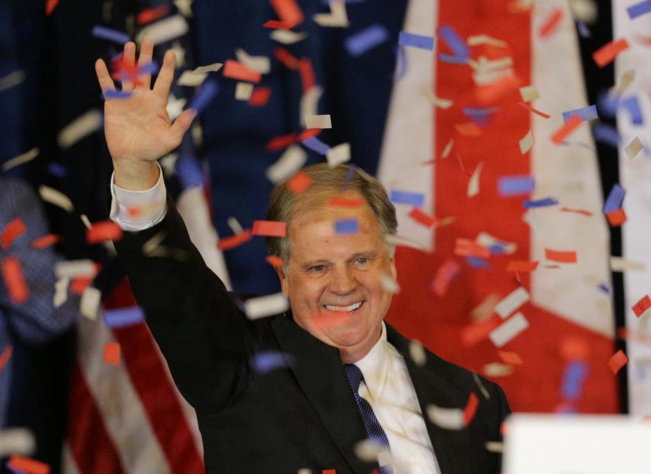 Sau chiến thắng lịch sử, tân thượng nghị sĩ Doug Jones kêu gọi Alabama hàn gắn