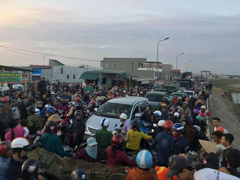 5,000 ngư dân Quảng Bình biểu tình chặn Quốc Lộ 1A đòi Formosa bồi thường