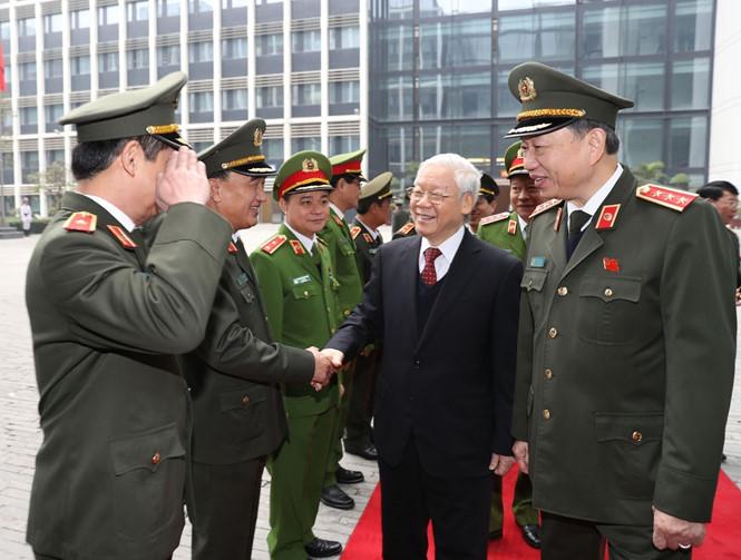 Nguyễn Phú Trọng muốn đảng cộng sản kiểm soát 'tuyệt đối, trực tiếp' ngành công an