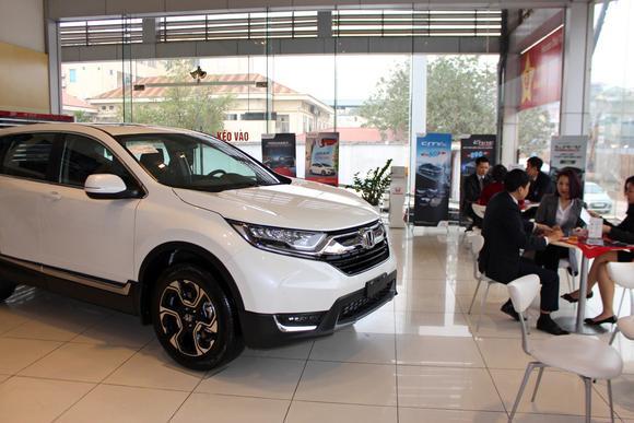 Ngưng nhập cảng xe hơi vào Việt Nam do nghị định mang tính bảo hộ