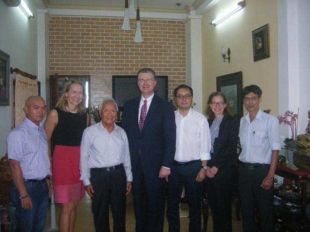 Đại Sứ Hoa Kỳ Daniel Kritenbrink gặp bác sĩ Nguyễn Đan Quế tại Sài Gòn