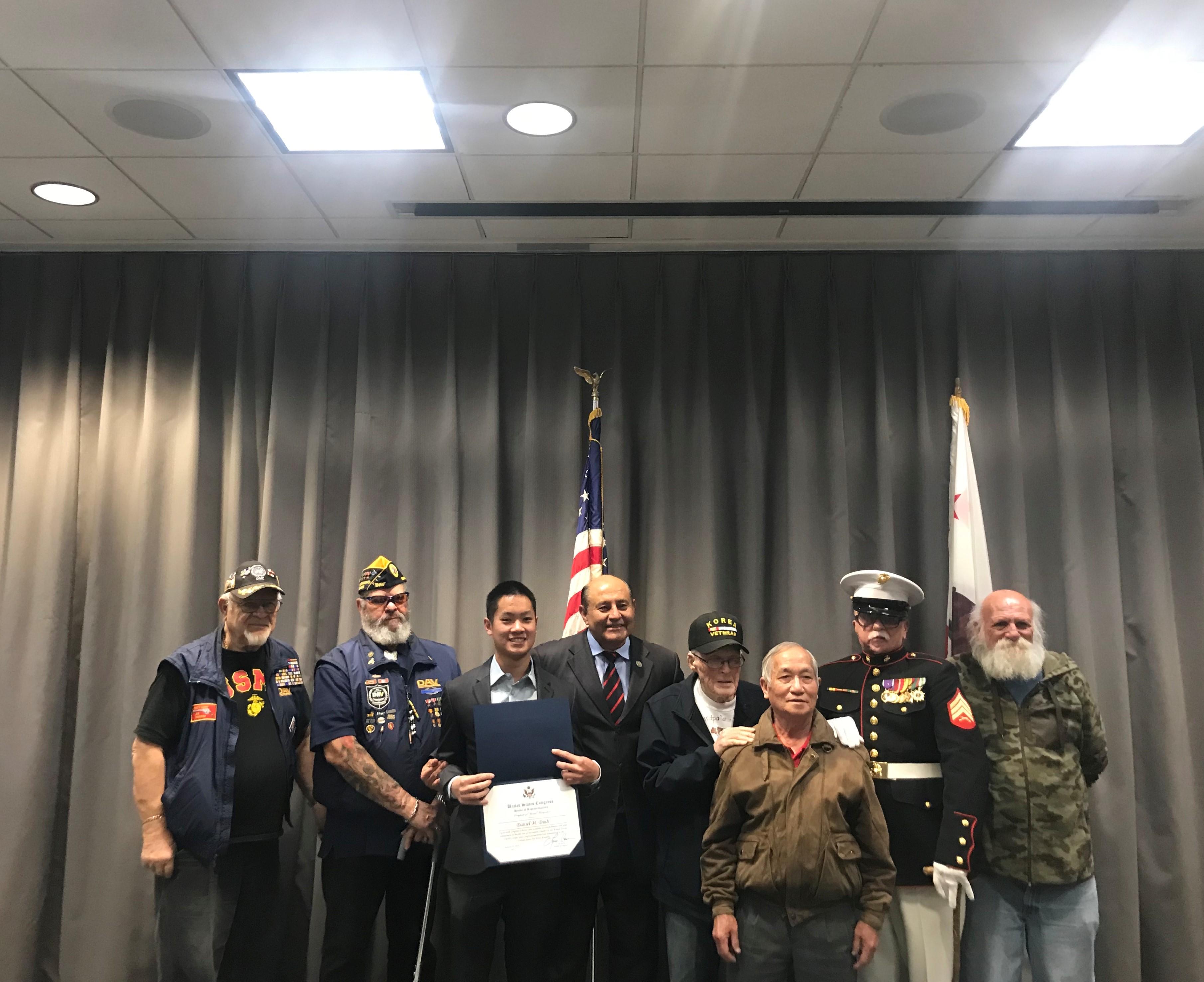 Dân biểu Lou Correa vinh danh các học sinh gốc Việt được đề cử vào học viện quân sự