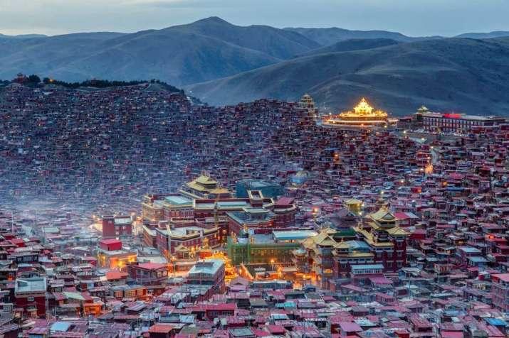 Trung Cộng dùng tu viện Phật Giáo Tây Tạng làm trụ sở đảng cộng sản