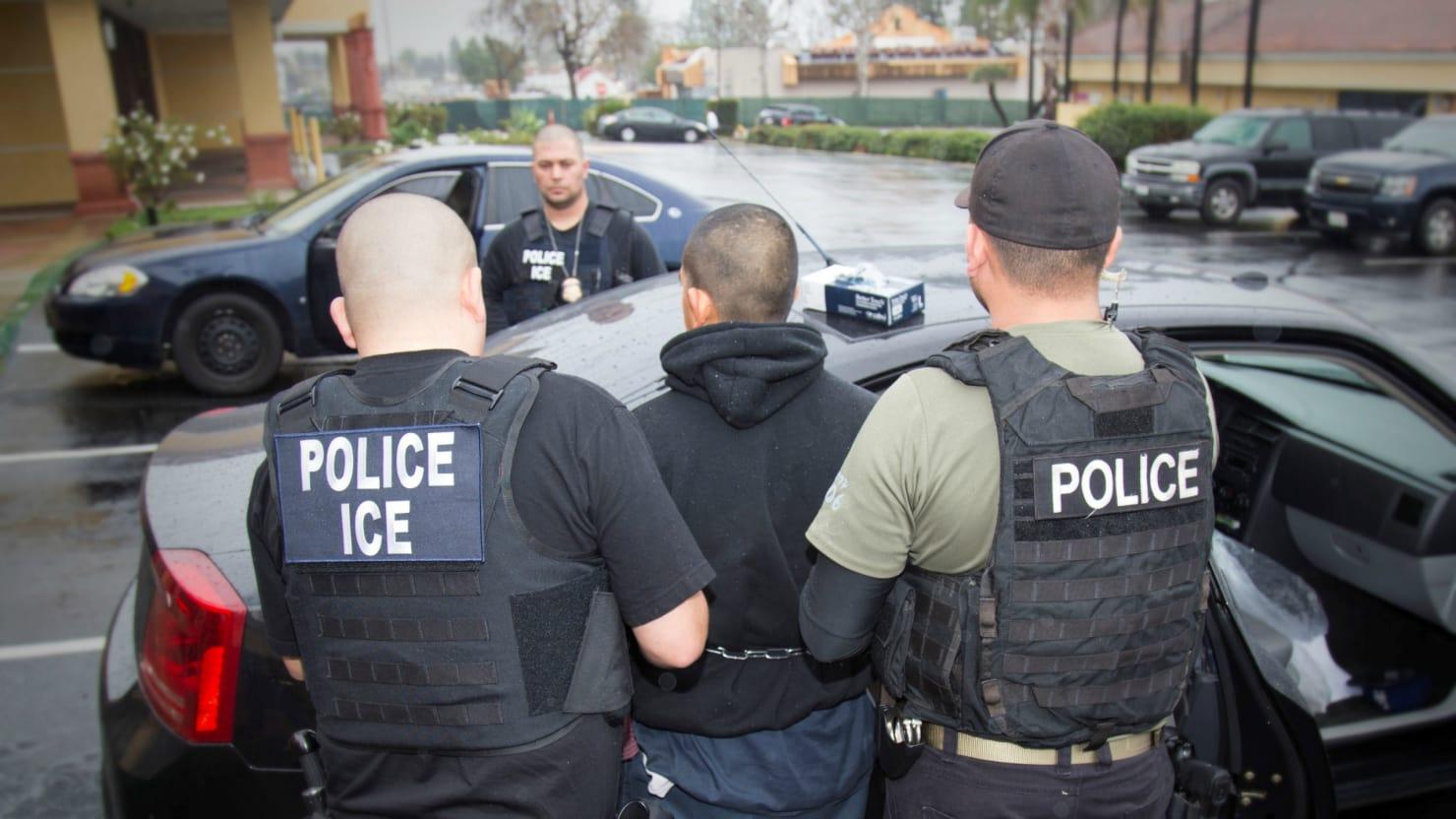 ICE gia tăng truy lùng những người ở lại Mỹ quá hạn visa