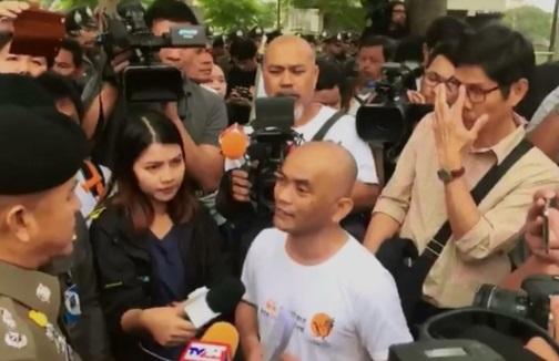Cảnh sát ngăn chặn cuộc tuần hành chống chính quyền quân phiệt Thái Lan