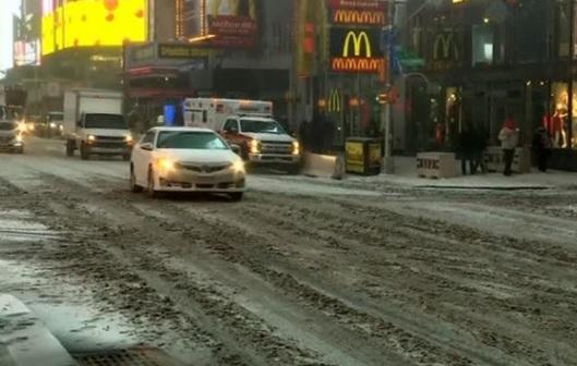 Siêu bão mùa đông tấn công miền Đông Bắc , bão tuyết hiếm có ở miền Nam Hoa Kỳ