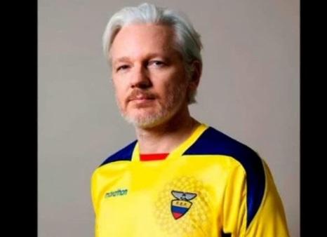 Ecuador ban quyền công dân cho Assange, kết thúc 5 năm trốn tránh tại Anh