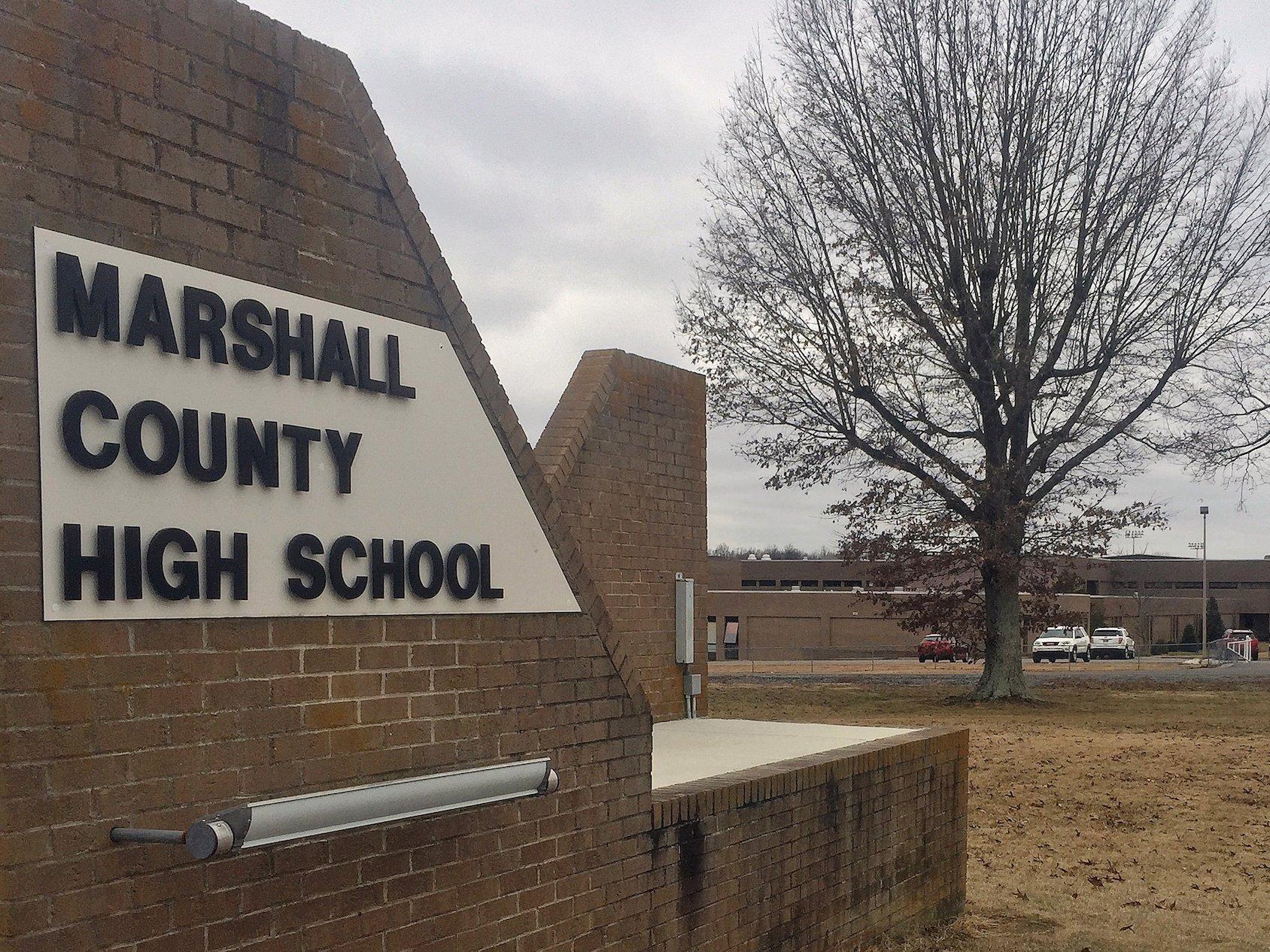 Nổ súng tại một trường trung học ở Kentucky, 2 chết, 19 bị thương