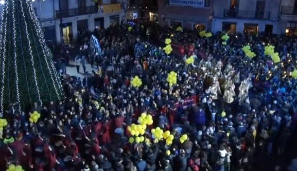 """Người dân Catalonia ủng hộ các lãnh đạo độc lập bị giam tại cuộc diễn hành """"Ba Vua"""""""