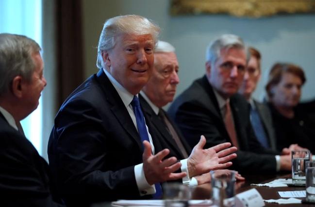 Thế giới phản ứng mạnh trước ngôn ngữ khiếm nhã của tổng thống Trump