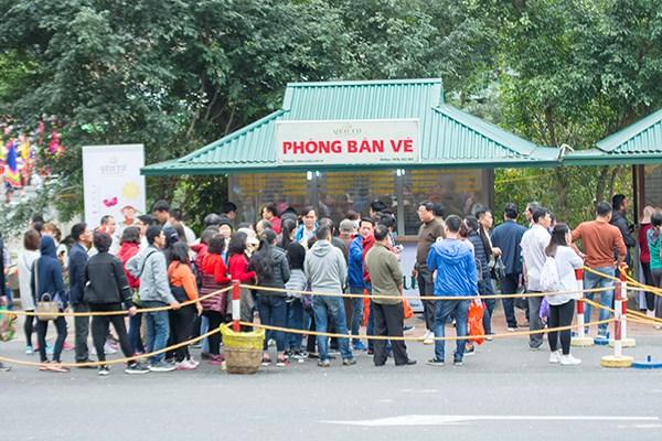 Lần đầu tiên Việt Nam có trạm BOT trên đường vào chùa