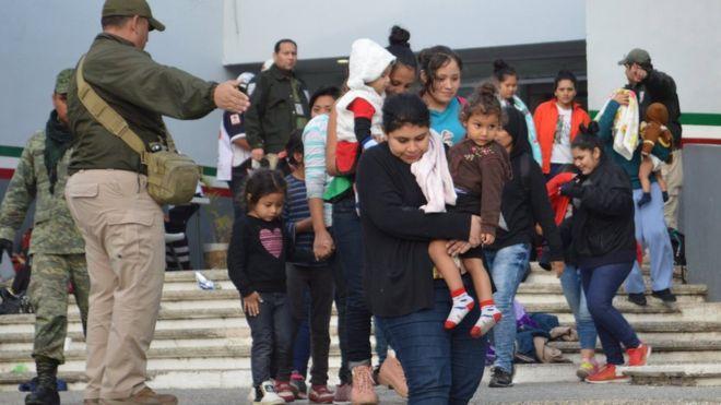 Cảnh sát Mexico phát giác gần 200 di dân trốn trong xe tải đến Mỹ