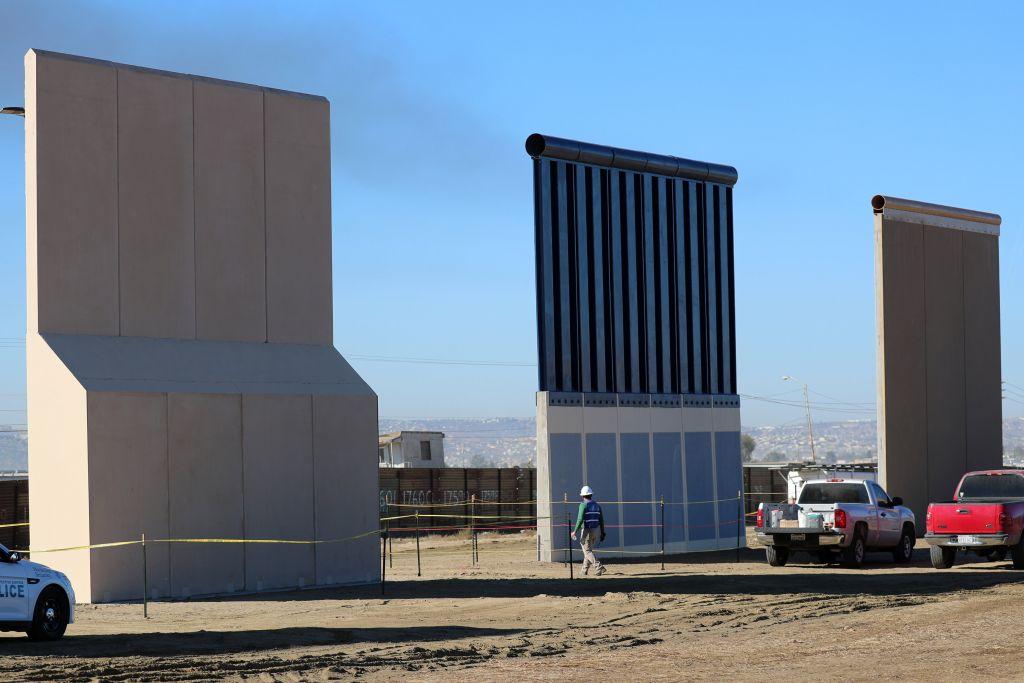 Tổng thống Trump sẽ buộc Mexico trả tiền cho bức tường biên giới thông qua các khoản thuế gián tiếp