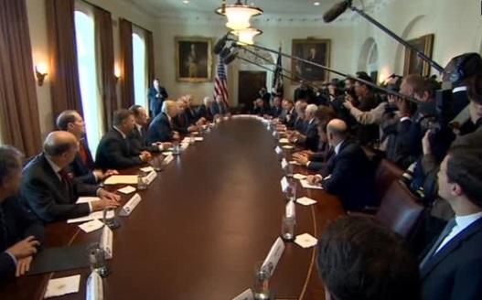 Tổng thống Trump sẵn sàng tăng thuế xăng dầu
